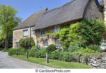 Oxfordshire thatched cottage - Thatched cottage with pretty...