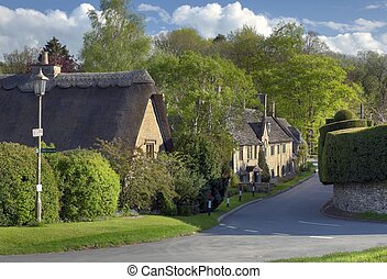 Broad Campden, Cotswolds - Thatched cottages in the Cotswold...
