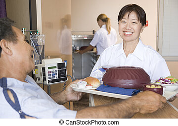 Enfermera, porción, Un, paciente, Un, comida, en, el...