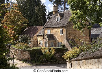 Cotswold cottage - Pretty detached Cotswold cottage,...