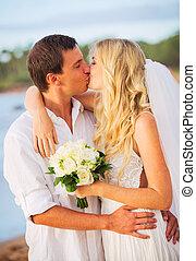新郎, 海灘, 浪漫, 夫婦, 結婚, 熱帶, 新娘, 美麗, 傍晚, 親吻