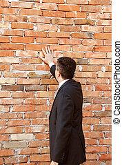 parede, homem negócios, tijolo