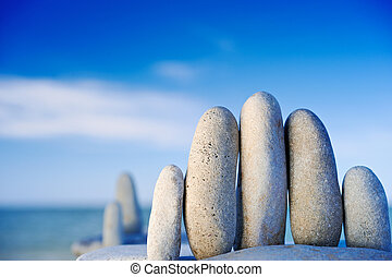 Hurdle - Elongated white gravel on the sea shore