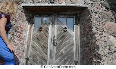 woman door handle knocker