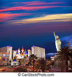 Editorial use only Las Vegas Nevada Strip at night -...