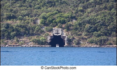 Submarine tunnel - Boat, submarine tunnel