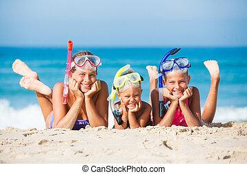 Feliz, três, praia, crianças