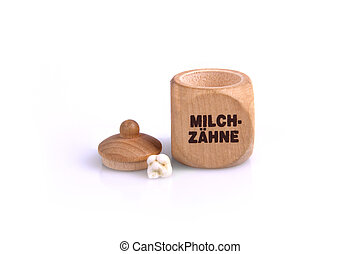 Milchzaehne in Dose - Eine Dose aus Holz mit einem Milchzahn