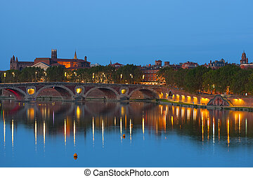 Toulouse at night - Cityscape of Toulouse and Pont Neuf at...