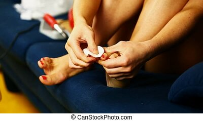Women make pedicure episode 4