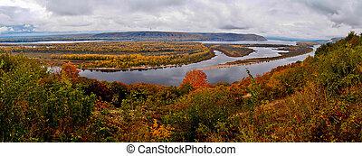 autumn Volga. - View from the mountains in the autumn Volga....