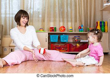 lek, leksak, boll, Inomhus, mor, unge