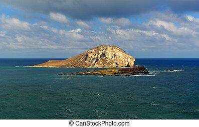 Dramatic landscape of Oahu, Hawaii - Manana and Kaohikaipu...