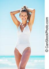 retrato, sonriente, mujer, playa, joven