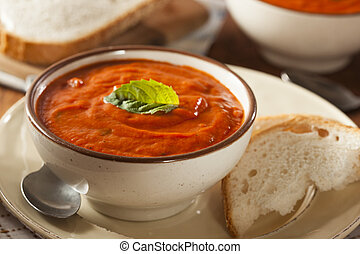 Creamy Tomato Basil Bisque Soup with Bread