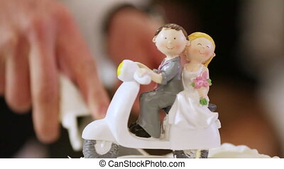 Figures on wedding cake - Wedding figurines in form of...