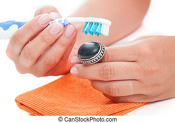 Vintage ring cleaning - Cleaning a vintage agate silver ring...