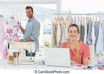 mujer, Utilizar, computador portatil, Moda,...