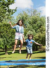 feliz, niño, niña, Saltar, alto,...