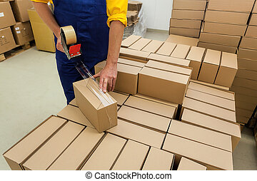 Products packing - Warehouse worker packaging product for a...