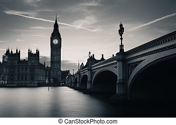 London at dusk - Big Ben and House of Parliament in London...