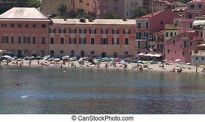 Beach in Sestri Levante, Italy - Crowded beach in Sestri...