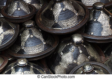 Traditional arabic decorated clay pots. - Traditional arabic...