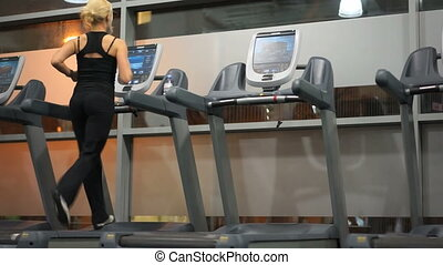 Young woman running in a gym - Sporty young woman working...