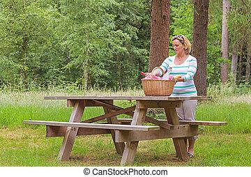 Woman preparing a picnic