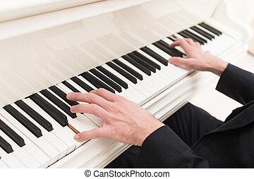 tocando, piano, close-up, topo, vista, homem, tocando, piano
