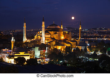 Moonrise at aya sofya in istanbul, turkey