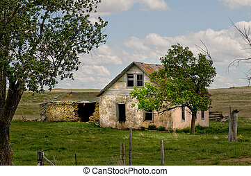 Old Homestead - Rustic Old Homestead in Middle of field in...