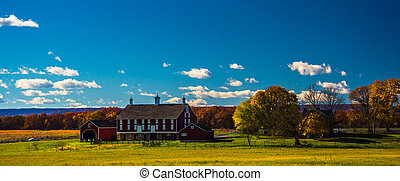 Barn and autumn color in Gettysburg, Pennsylvania. - Barn...