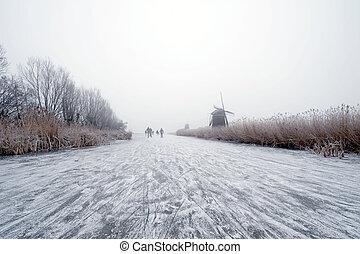 Dutch winter - The archetypal Dutch winter on a foggy...