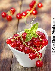 Punnet of fresh redcurrants - Ceramic bowl or punnet of...