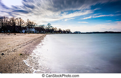 Long exposure on the Chesapeake Bay in Oxford, Maryland. -...