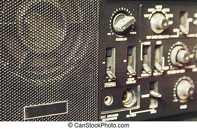 Am radio receiver - Details of an old am radio receiver.