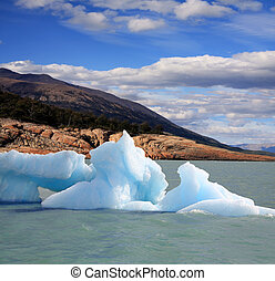 Iceberg in Argentina lake - A new Iceberg at Perito Moreno...