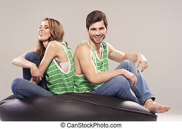 sorridente, casa, coppia, giovane, ritratto