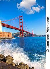 Golden Gate Bridge San Francisco from Presidio California -...