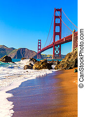 San Francisco Golden Gate Bridge Marshall beach California -...