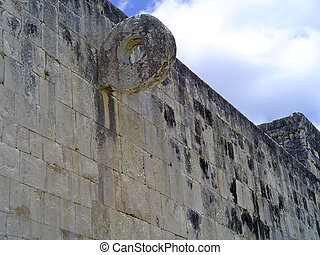 pelota chichen itza - ruins of pelota game in maya city...