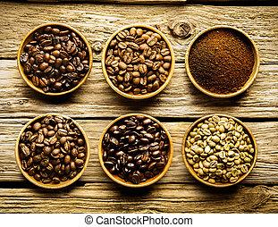 Five varieties of coffee beans and powder - Five varieties...