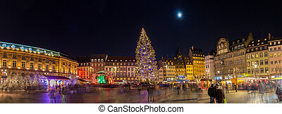 Christmas tree with Christmas market at Kleber Square in...