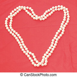 Pearl Necklace in the shape of a heart 2 - Pearl Necklace in...