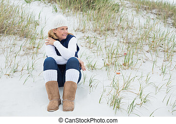Senior woman looking away at beach - Contemplative casual...