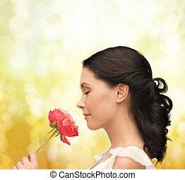 sorrindo, mulher, cheirando, flor