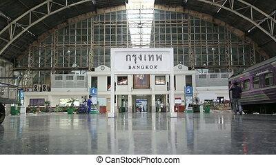 Hua Lamphong Railway Public Station - BANGKOK, THAILAND -...