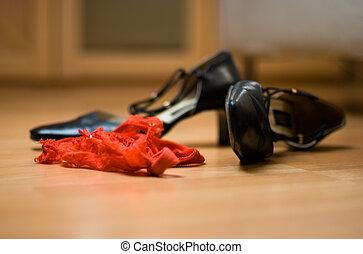 black shoes red dessous