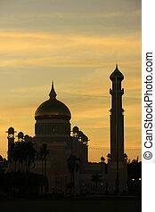 Silhouette of Sultan Omar Ali Saifudding Mosque at sunset,...